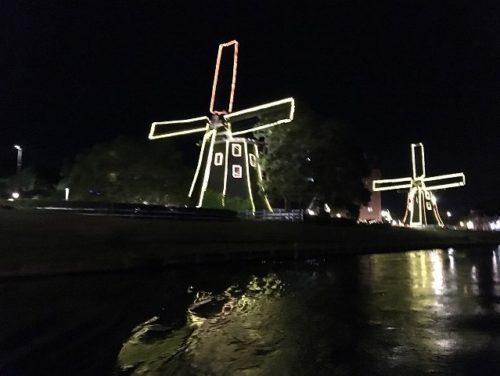 光と噴水の運河クルーズ 風車