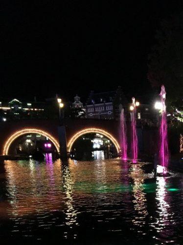 光と噴水の運河クルーズ 船内からの写真