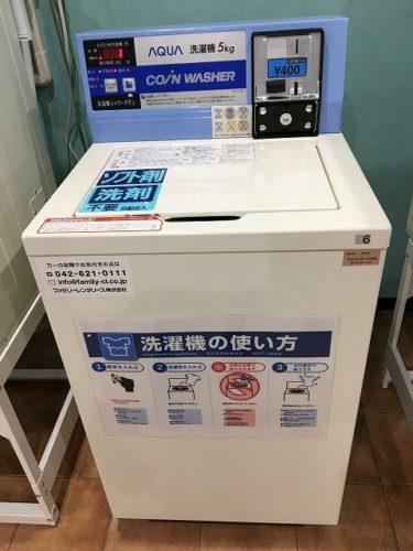 コインランドリー内の洗濯機