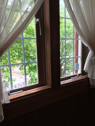 チーズワーフの窓