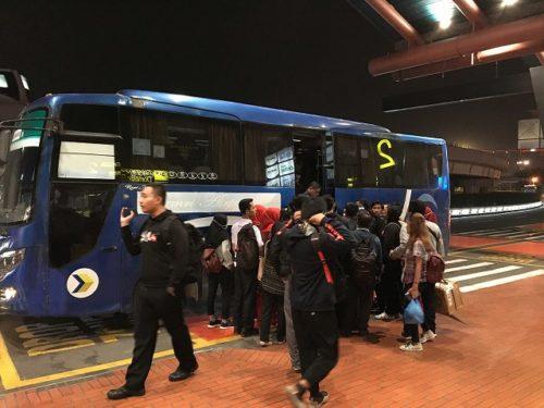 スカルノ・ハッタ国際空港連絡バスは大混雑